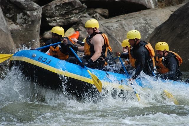 whitewater-rafting-race-618753_640